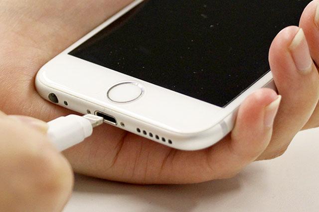 iPhoneのコネクター修理